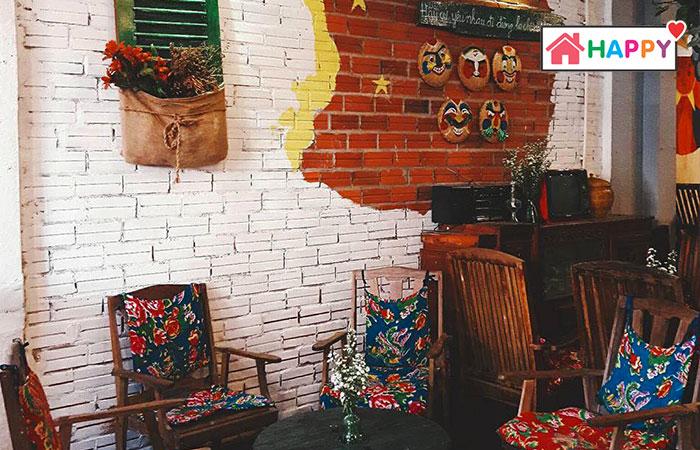 Không gian cổ kính trong quán Độc Lập Coffee