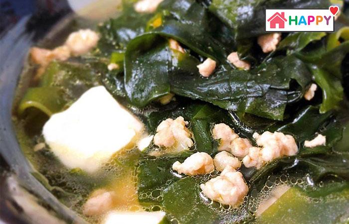 Rong biển là loại rau thích hợp nấu canh cho phụ nữ sau khi sinh